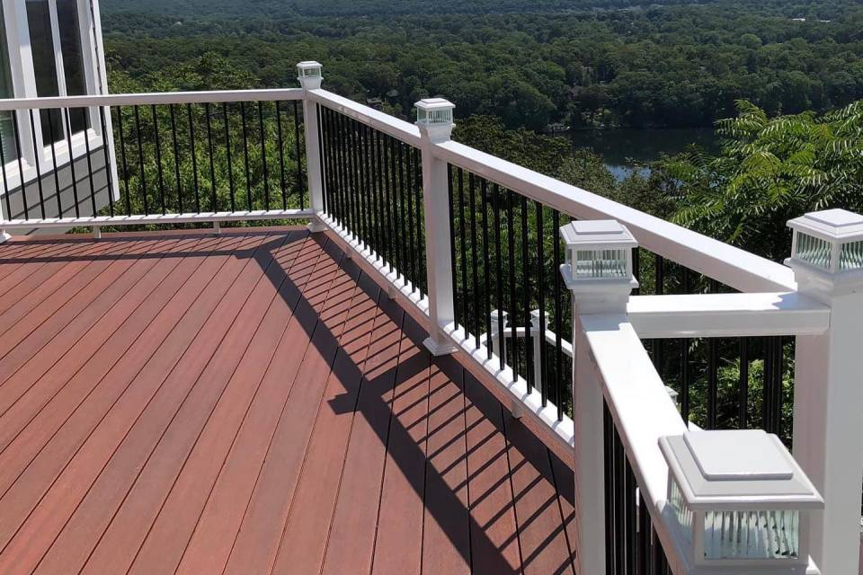 Composite Decking by Fiberon
